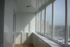 natyazhnye-potolki-na-balkone13