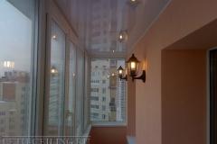 natyazhnye-potolki-na-balkone3