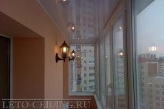 natyazhnye-potolki-na-balkone4