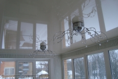natyazhnye-potolki-na-balkone6