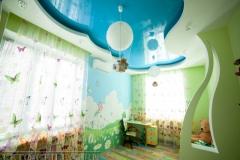 natyazhnye-potolki-v-detskoj-15